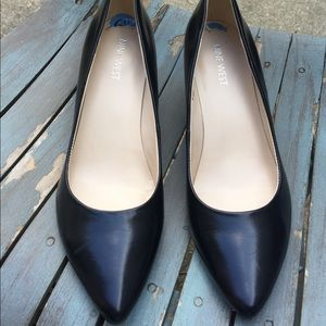 Women's Nine West Black Leather Wedge Heels 6.5M